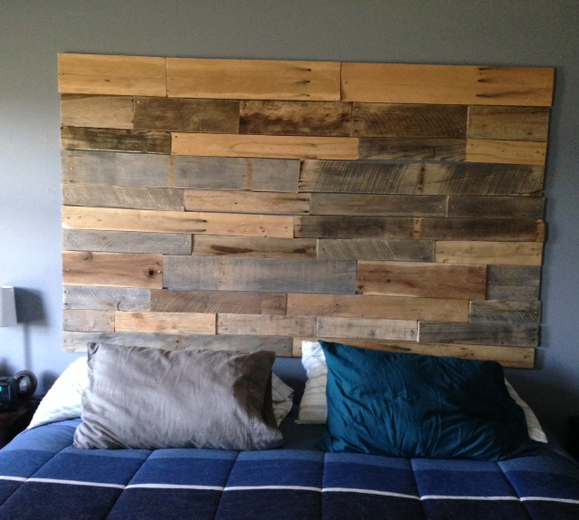 Pallet Wall/Headboard   hotpinktoolbox